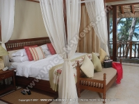 movenpick_resort_and_spa_hotel_mauritius_junior_suite_king_bed.jpg