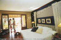 paradis_hotel_mauritius_couple_in_senior_suite.jpg