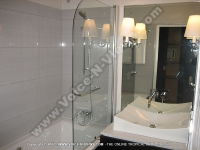 les_villas_du_lagon_hotel_reunion_bathroom_restaurant.jpg